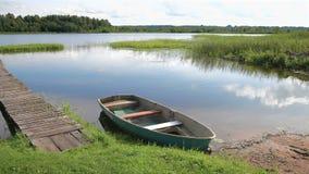 渔船在湖停泊了早晨在夏天 股票录像