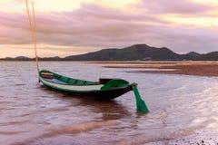 渔船在湖 免版税库存图片