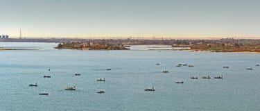 渔船在苏伊士运河,埃及 免版税库存图片