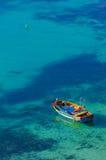 渔船在蓝色盐水湖 免版税图库摄影
