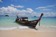 渔船在蓝色风平浪静 免版税图库摄影