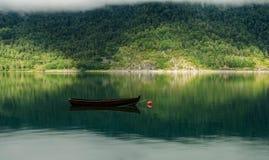 渔船在镇静水中 免版税库存照片