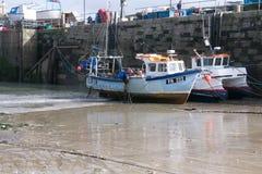 渔船在Newquay港口康沃尔郡 免版税库存照片