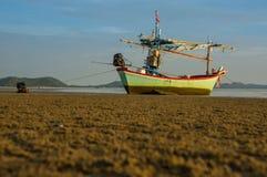 渔船在Pranburi,泰国的早晨 库存照片