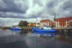 渔船被停泊对码头在Elsinore怀有 免版税库存照片