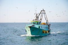 渔船返回在家 免版税库存图片