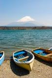 渔船, Shoji湖,富士山,日本 免版税库存图片