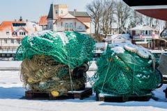 渔辅助部件、网和绳索在一条小船钓鱼的 时数横向季节冬天 免版税图库摄影
