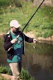 渔,有钓鱼竿的人 河,室外 免版税库存图片