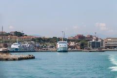 渡轮停泊处的Moby婴孩在皮奥恩比诺海口,意大利 免版税库存图片