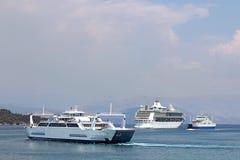 渡轮和巡洋舰科孚岛海岛 免版税库存照片