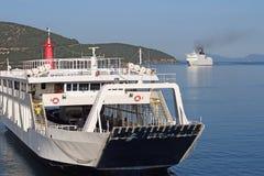 渡轮和巡洋舰科孚岛海岛 免版税库存图片