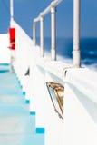 渡轮的后侧方在Mediterian海运 免版税库存图片