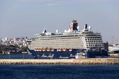 渡轮,靠码头在比雷埃夫斯,希腊港的游轮  库存图片