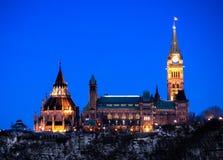 渥太华从西边查看的议会大厦 免版税库存图片