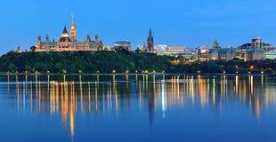 渥太华在晚上 库存图片