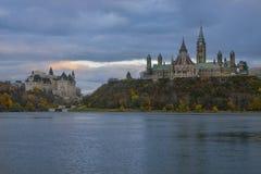 渥太华议会&日落 免版税库存图片