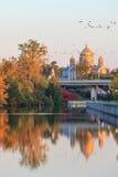 渥太华运河和秋天颜色 免版税库存图片