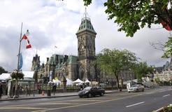 渥太华, 6月26日:与东部块塔的议会大厦在从渥太华的加拿大150庆祝在加拿大 免版税库存照片