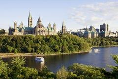 渥太华-议会小山和渥太华河 图库摄影