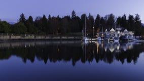 温哥华划船俱乐部的日出反射 免版税库存照片