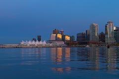 温哥华地平线在晚上,不列颠哥伦比亚省,加拿大 免版税库存照片