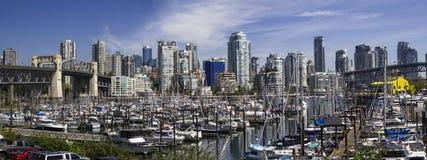 温哥华市中心小船船坞 免版税库存照片