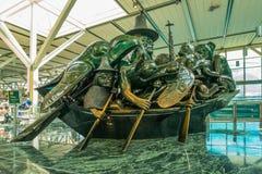 温哥华机场,玉独木舟雕塑 免版税库存图片