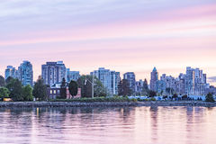 温哥华江边日落的 免版税库存图片