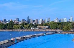 温哥华海滩和游泳池 免版税库存图片