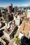 从温哥华监视港口中心塔的看法,垂直 图库摄影
