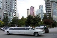 温哥华街市大型高级轿车 免版税库存图片