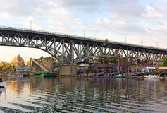 """温哥华,加拿大†""""6月26日:有一个著名公开市场的格兰维尔海岛和沿秋天小河的老工业部分6月26日, 免版税库存照片"""