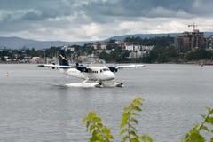 温哥华,加拿大北美- 8月12日:乘出租车的水上飞机  免版税库存照片