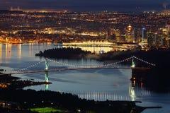 温哥华,狮子门桥梁,大角度夜 库存图片