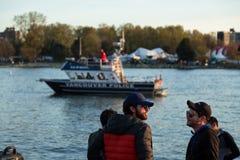 温哥华,BC,加拿大- 2019年4月20日:巡逻港口的温哥华水警艇在420节日在温哥华 库存照片