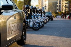 温哥华,BC,加拿大- 2019年4月20日:VPD摩托车和巡逻车在420节日在温哥华 库存图片