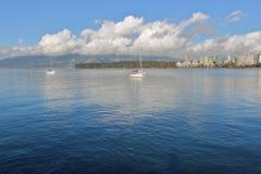 温哥华` s平静的港口前面和城市 免版税库存照片