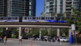 温哥华skytrain移动人走 股票视频
