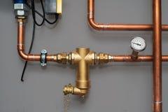 温度计和滤水器中央系统暖气系统的在gre 免版税库存图片