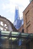 温彻斯特宫殿,圆花窗,碎片摩天大楼在背景,伦敦,英国中 免版税图库摄影
