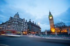 温斯顿・丘吉尔,伦敦,英国先生大本钟和雕象  免版税库存图片
