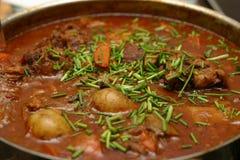 牛肉和牛尾炖煮的食物 库存图片