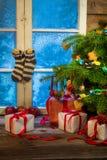 温暖和舒适圣诞节假日在一个冷淡的晚上 库存图片