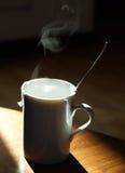 温暖杯子的茶 库存图片