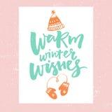 温暖的冬天愿望 看板卡圣诞节设计雪花女用连杉衬裤玩具 导航与帽子和手套的手拉的例证的印刷术 皇族释放例证