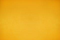 温暖的口气黄色水泥墙壁背景干净的葡萄酒样式和 库存图片