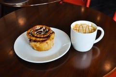 温暖的咖啡在cofee商店 库存图片