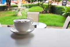 温暖的咖啡在cofee商店 库存照片