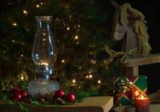 温暖的圣诞节客厅。 免版税库存照片